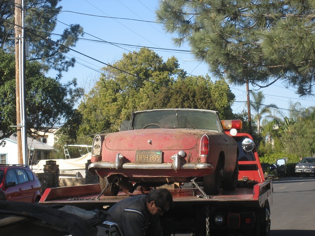 GHN3L136 Mgb On Tow Truck