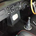 Radio easily removed to fit standard MG panel cen