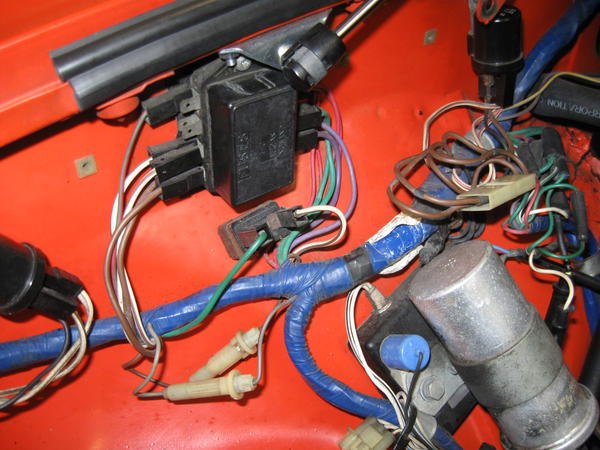 IMG_0203 left over wire in the fuse box where does it go? mgb & gt forum 1979 mgb fuse box at bakdesigns.co