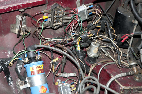 wiring_nightmare 1974 mgb engine turns over wont start serious wiring issue 1977 mgb fuse box at panicattacktreatment.co