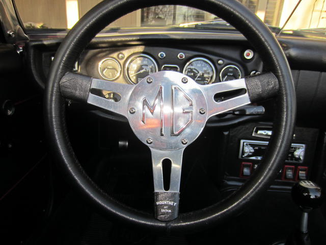 Mountney Steering Wheel 002.JPG