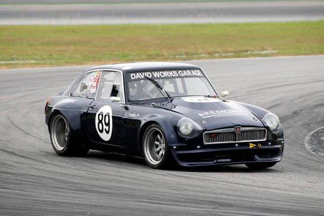 Andrew Crombie MGB V8.jpg
