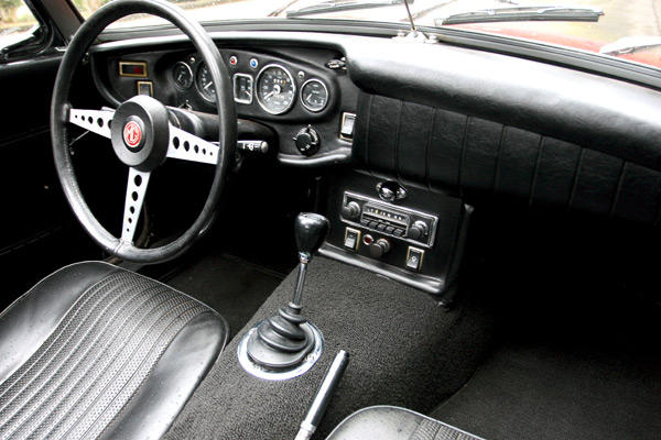 what makes the mgb interior smell so english mgb gt forum mg experience forums the mg. Black Bedroom Furniture Sets. Home Design Ideas