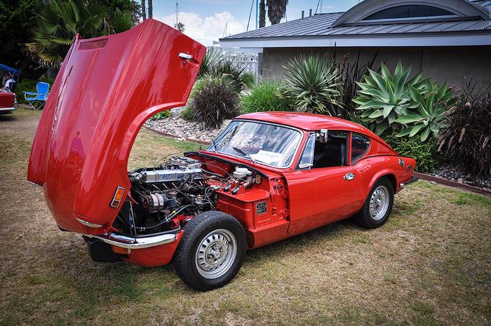 1971_Triumph_GT6_MkIII_Signal_Red_32_002